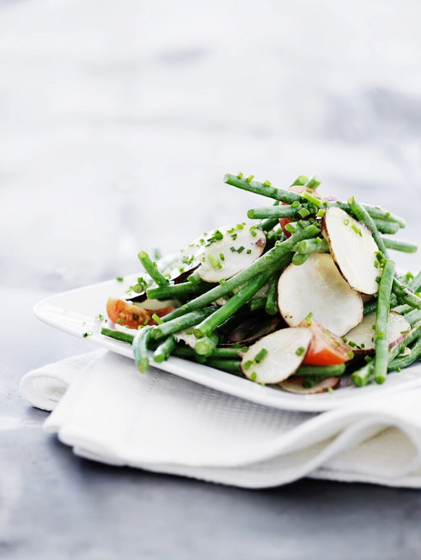 Bean salad with Jerusalem artichokes