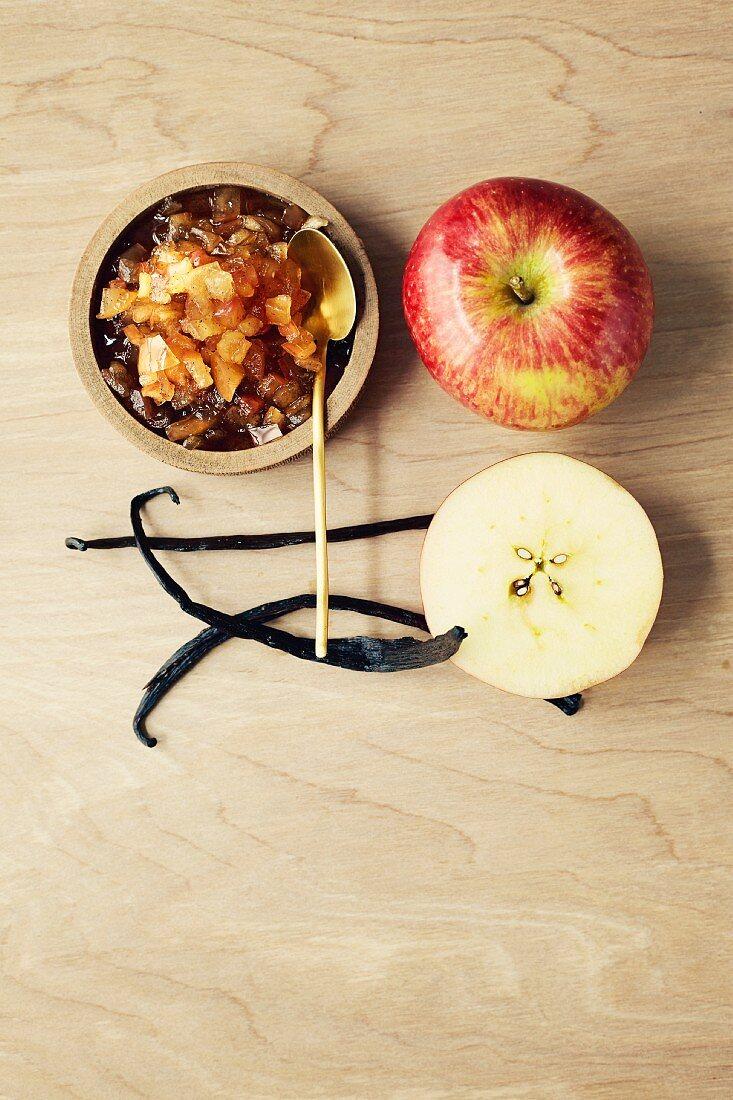 Apple chutney with vanilla (seen from above)