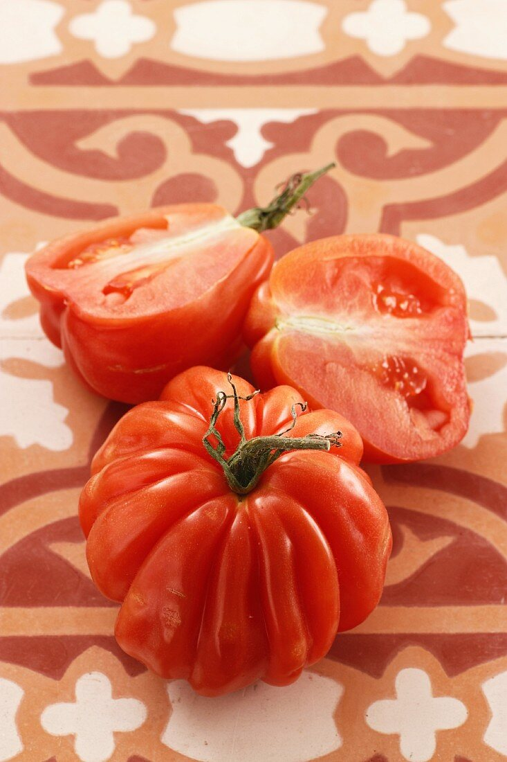 Beefsteak tomatoes, whole and halves