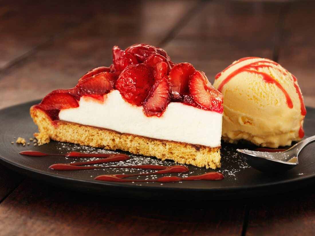 Cheese cake with strawberry and vanilla ice cream