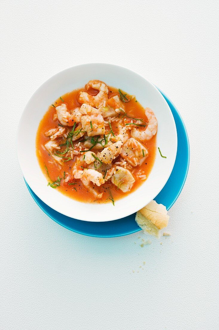 Fish soup with shrimps and tomatoes