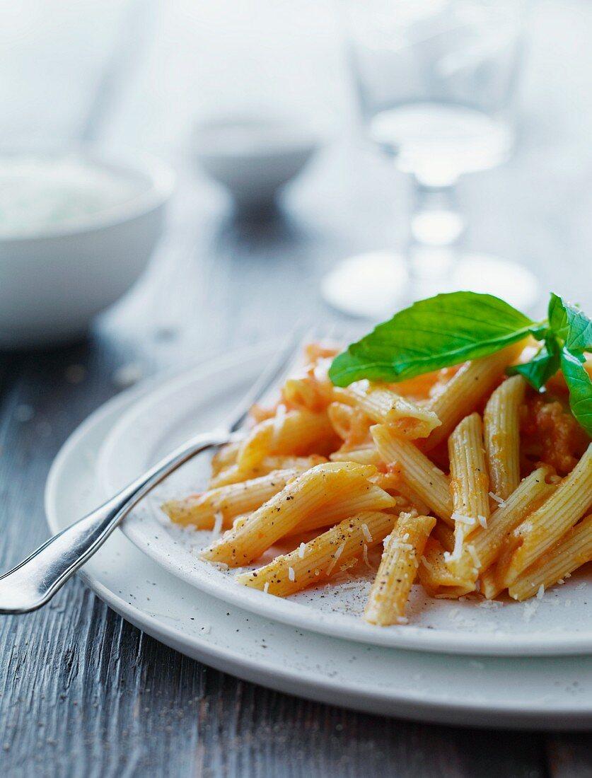 Pasta con le melanzane (pasta with an aubergine and tomato sauce)
