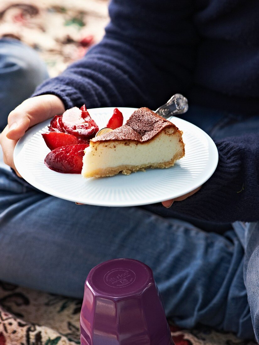 Cheesecake with plum compote