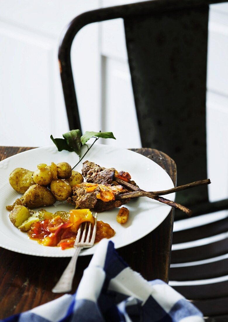 Minced meat kebabs with potatoes and relish