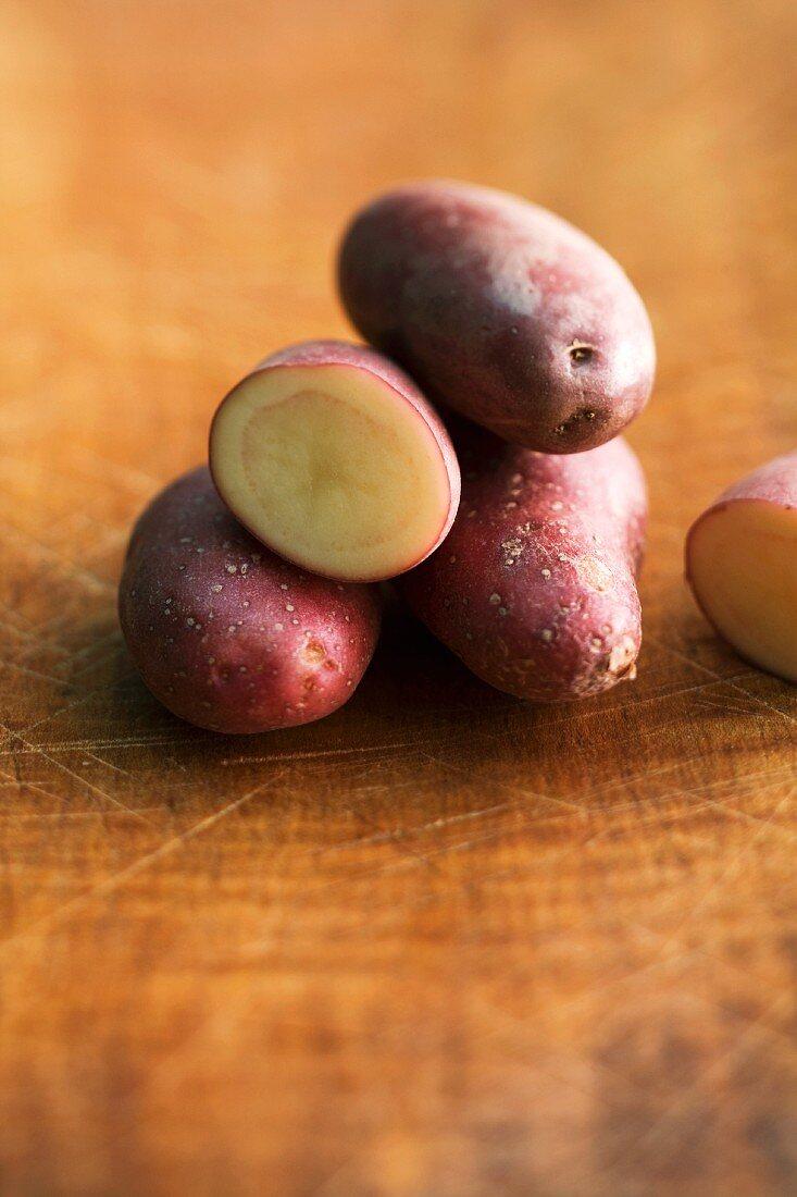 Romano-Kartoffeln, ganz und halbiert