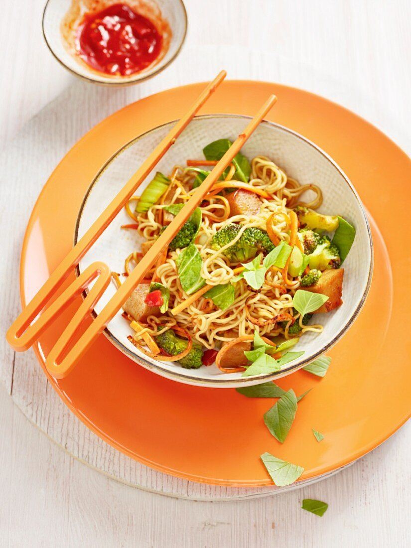 Fried noodles with tofu and vegetables