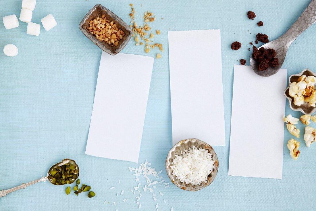An arrangement of notepaper and baking ingredients (seen from above)