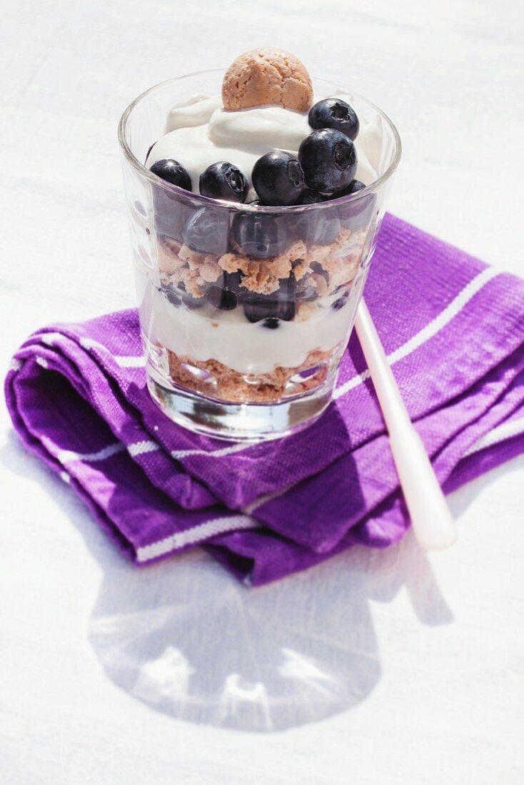 Blueberry trifle with quark cream and amarettini