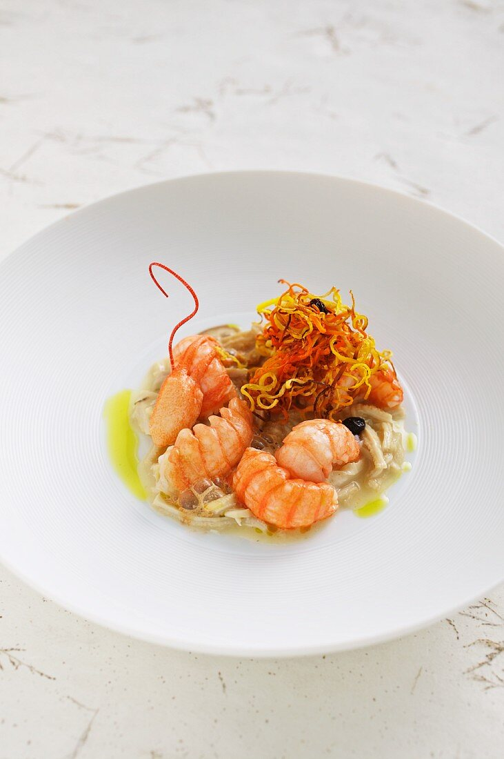 Crayfish with tripe and fried vegetables