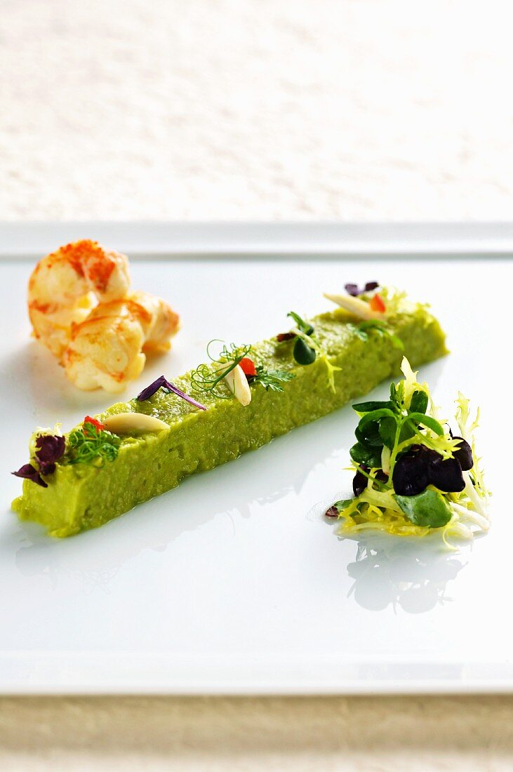 Avocado tartar with crayfish and almonds