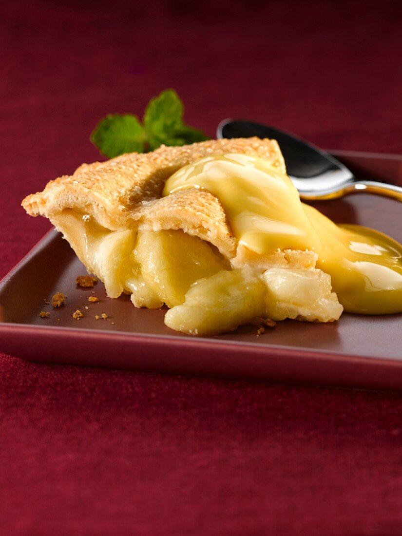 Apple cake and custard