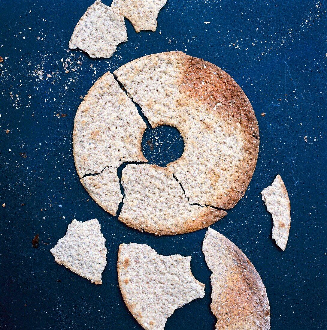 A round broken crisp bread