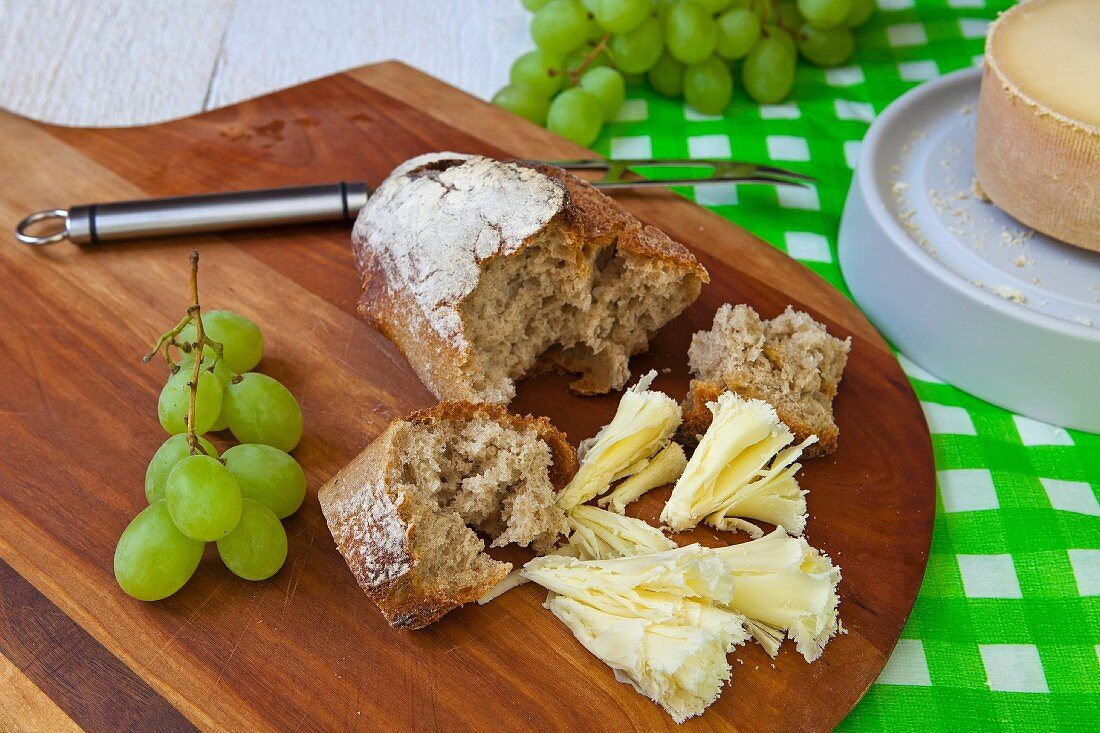 Tete de moine (Jura cheese from Switzerland) with bread and grapes