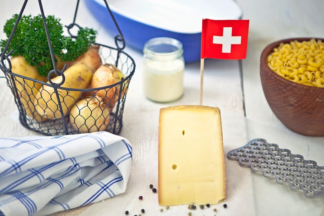 Potatoes, elbow macaroni and mountain cheese - ingredients for Swiss Älplermagronen