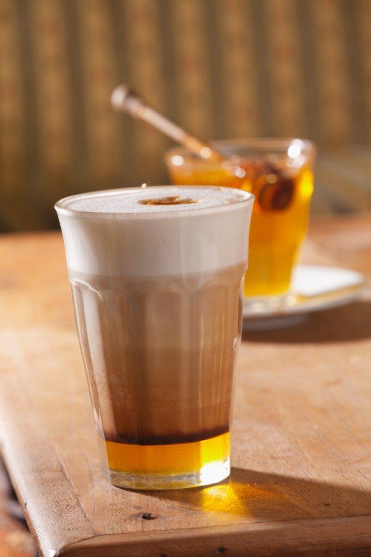 Cafe au lait with honey