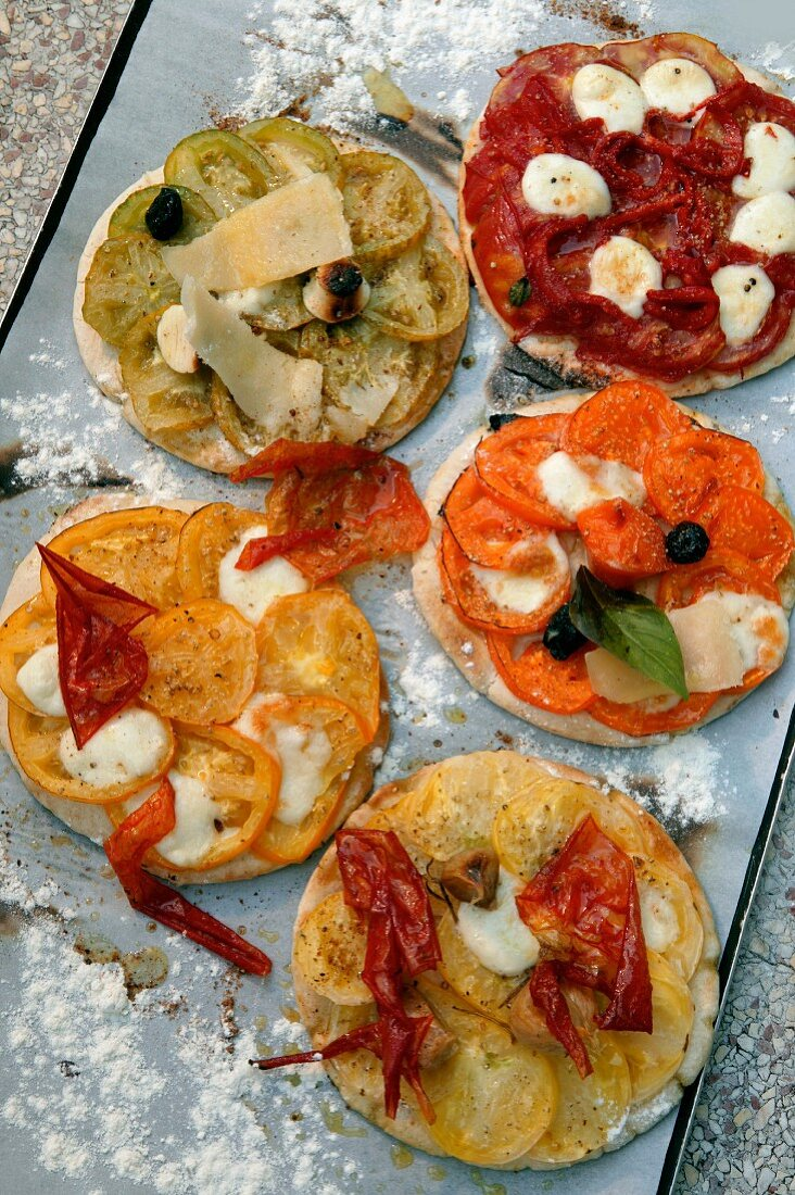 Mini pizzas with tomatoes
