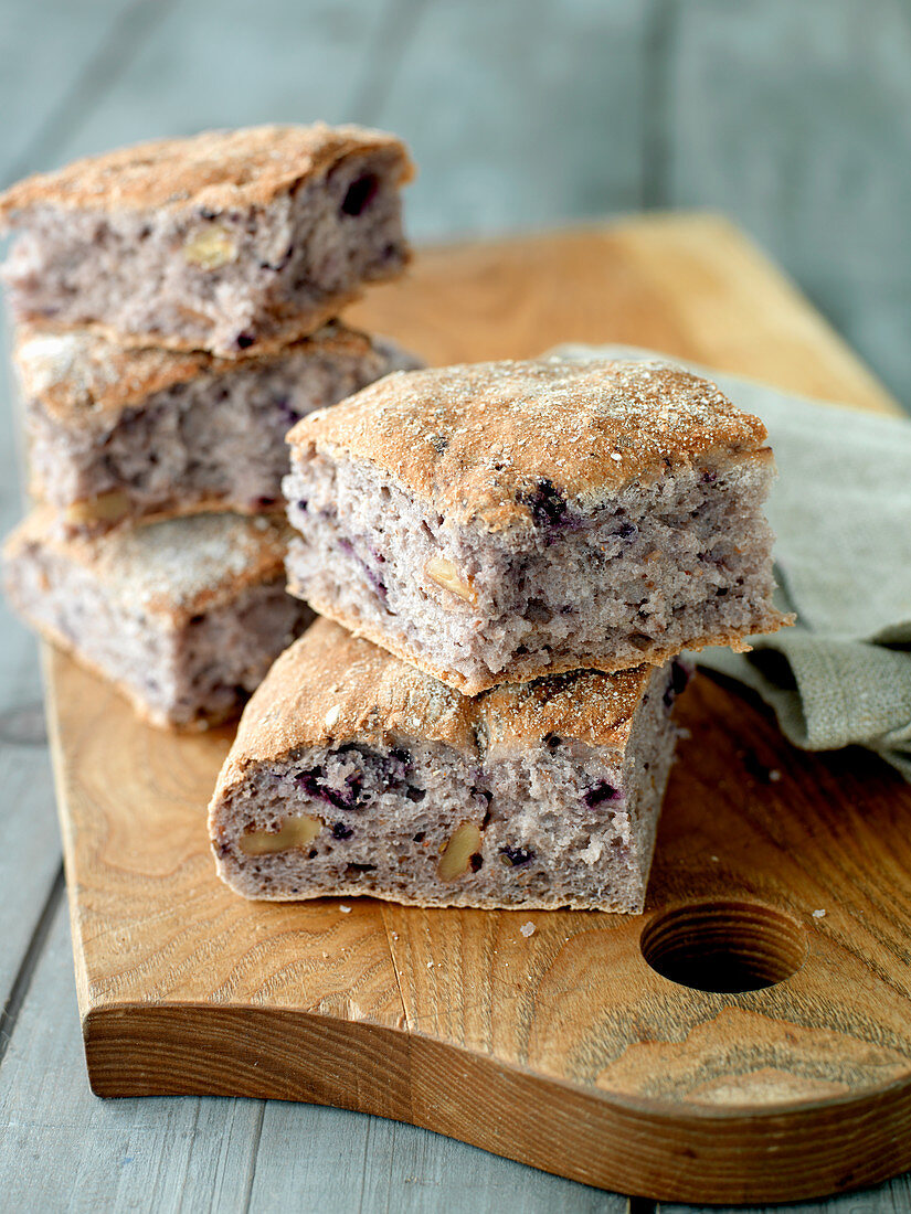 Lingonberry and nut bread