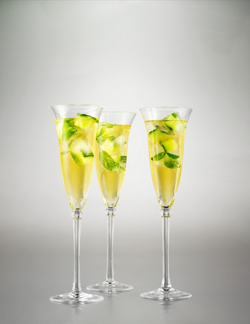 Champagne cocktail julep