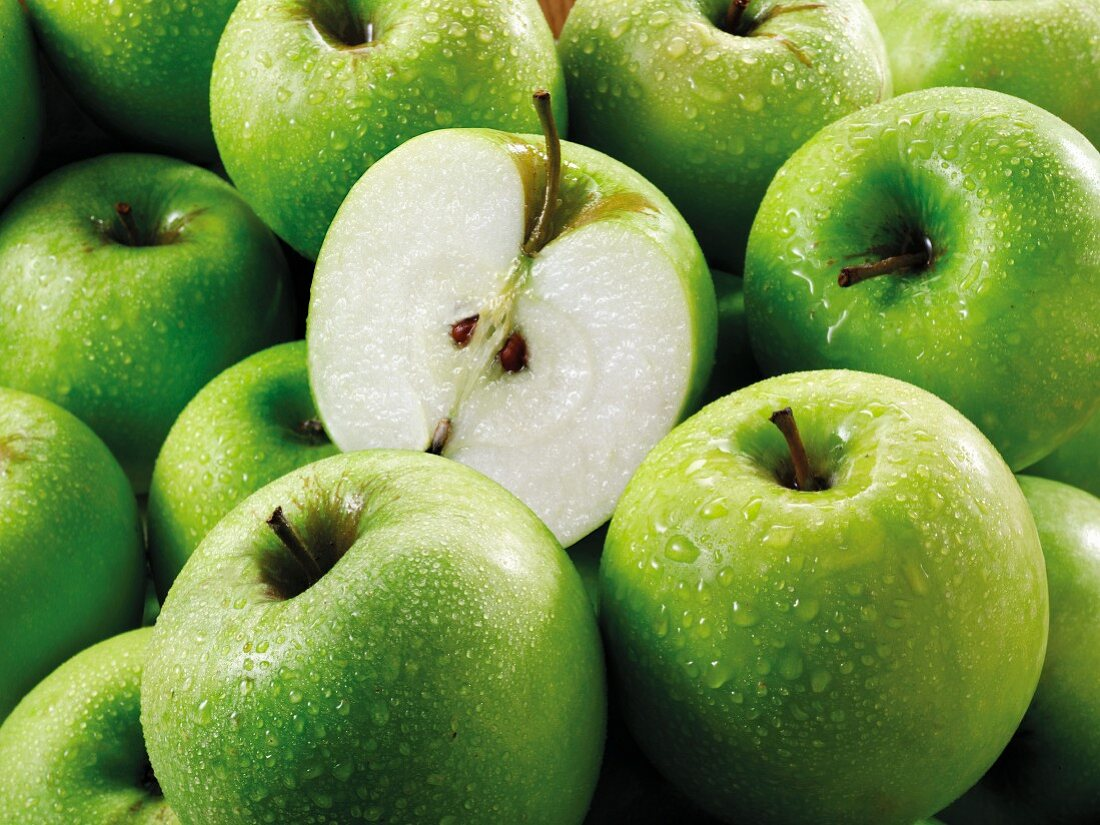 Granny Smith apples, whole and halves(fills the screen)