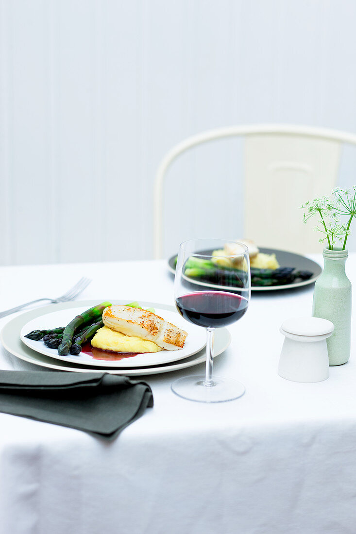 Asparagus with halibut, mashed potatoes and a red wine-butter sauce