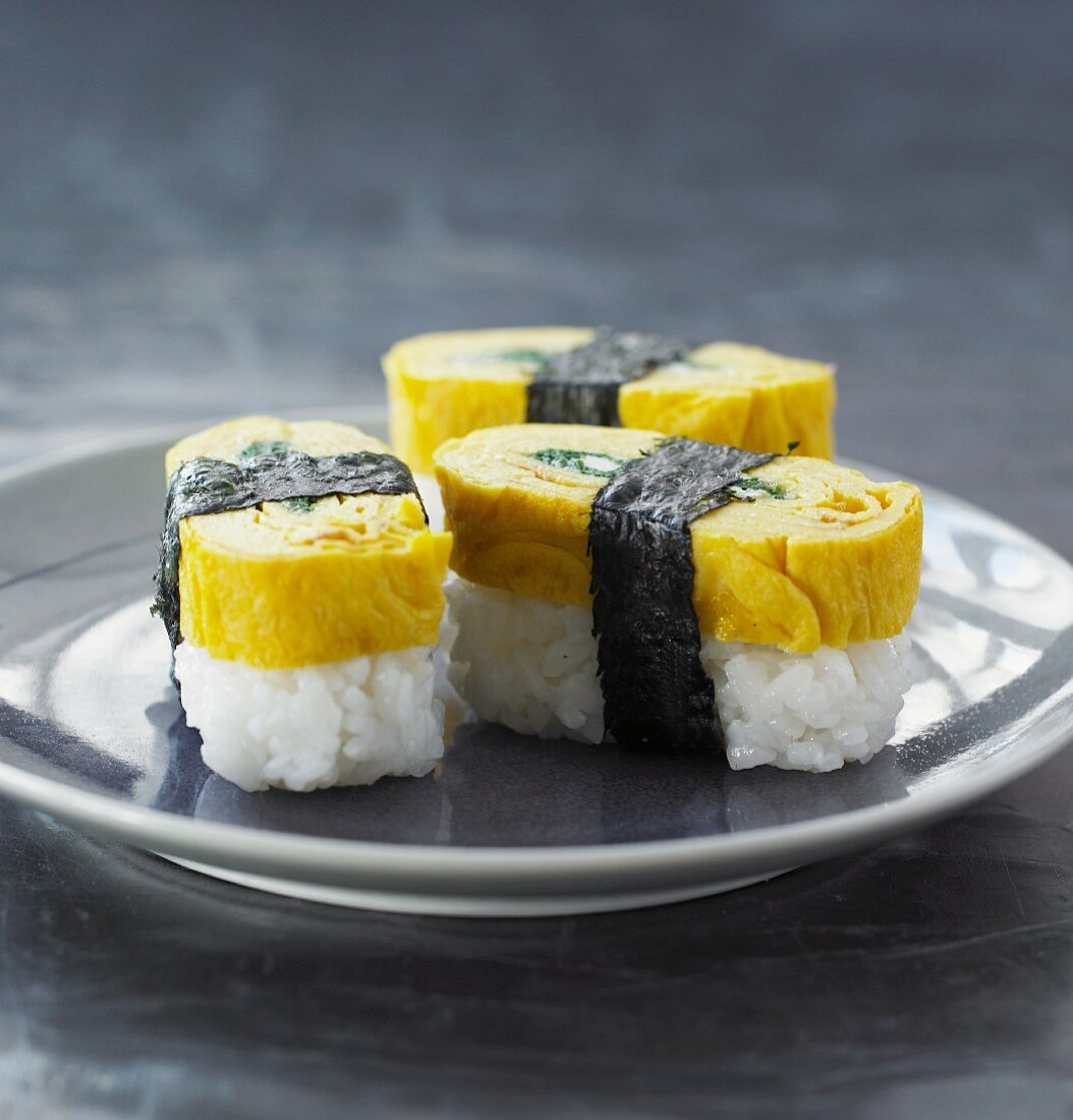 Tamago sushi with ricotta and spinach