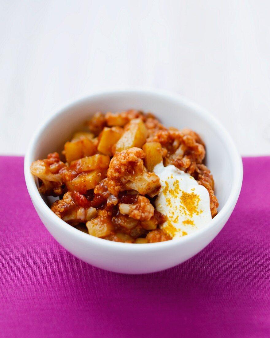 Alu gobhi (cauliflower curry with potatoes, North India)