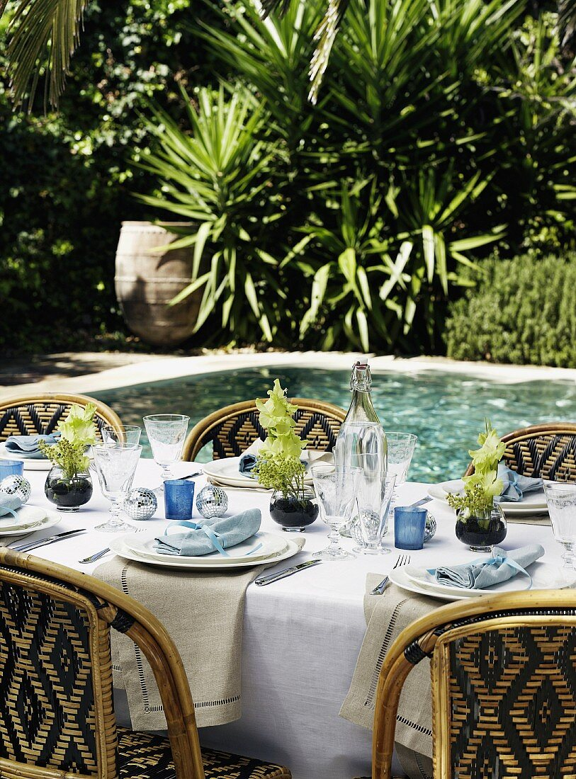 A festively laid table by a pool