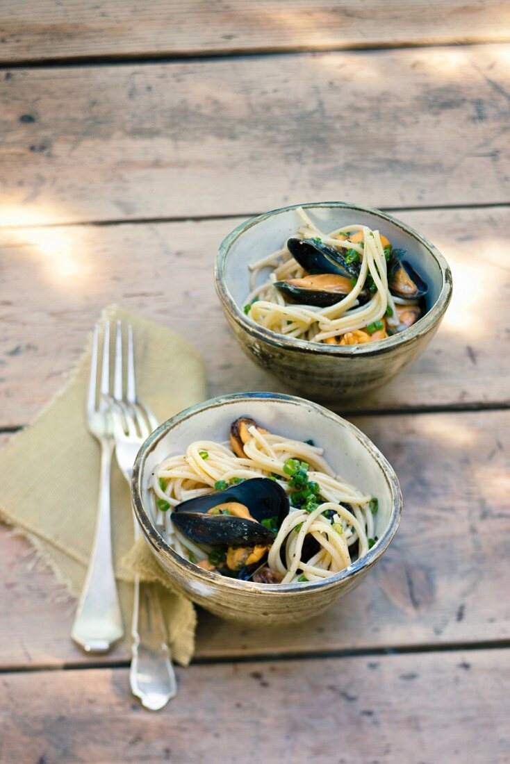 Spaghetti con le cozze (pasta with mussels, Italy)