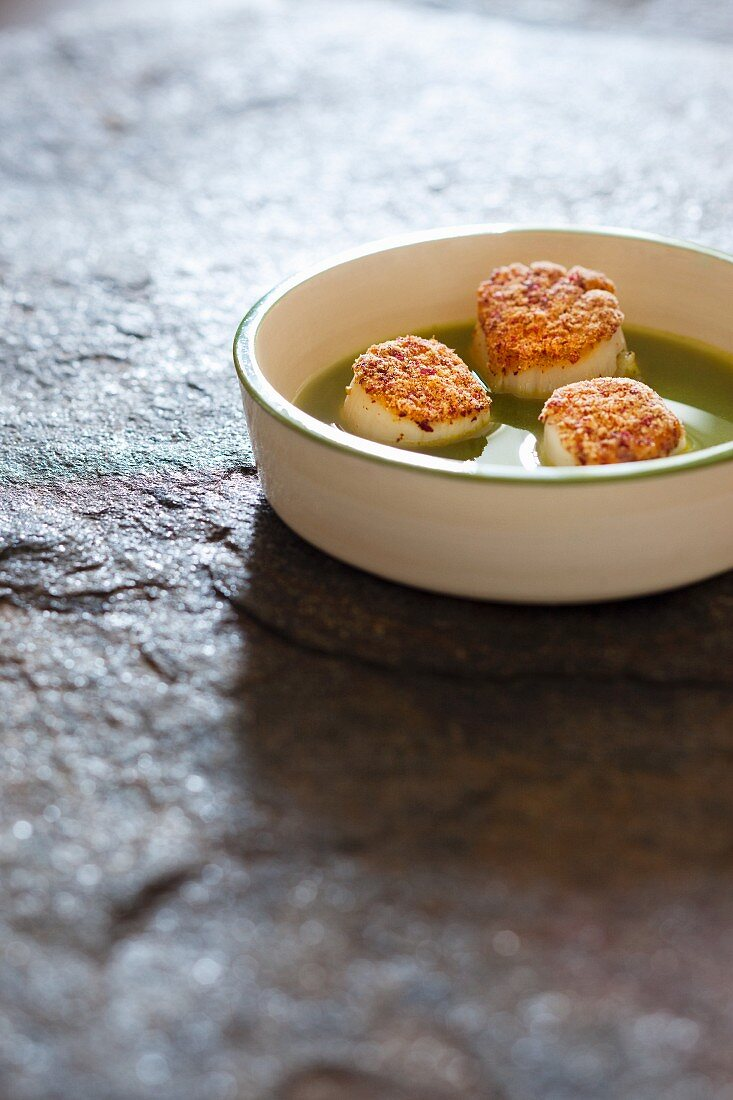 Jacobs mussels in parsley soup