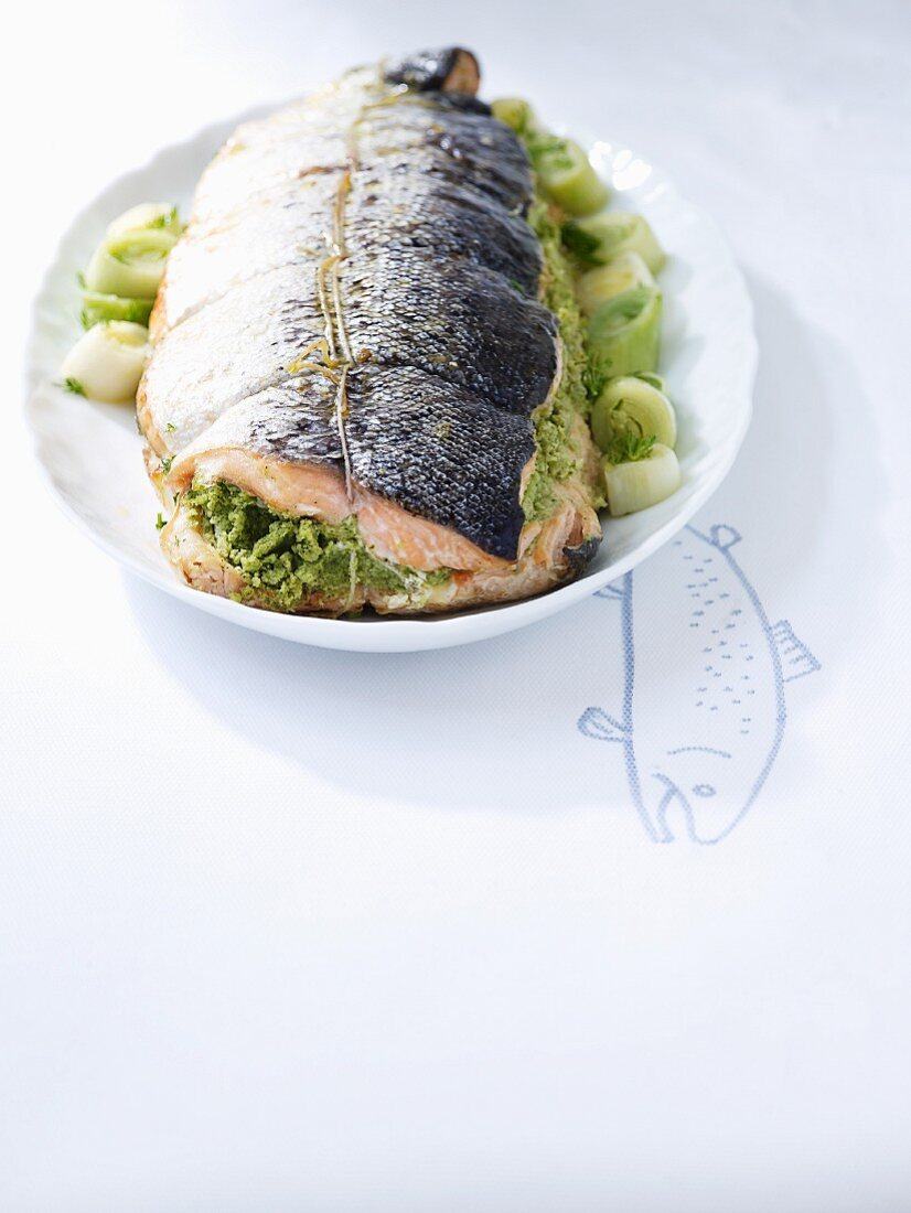 Salmon with a herb filling and leek