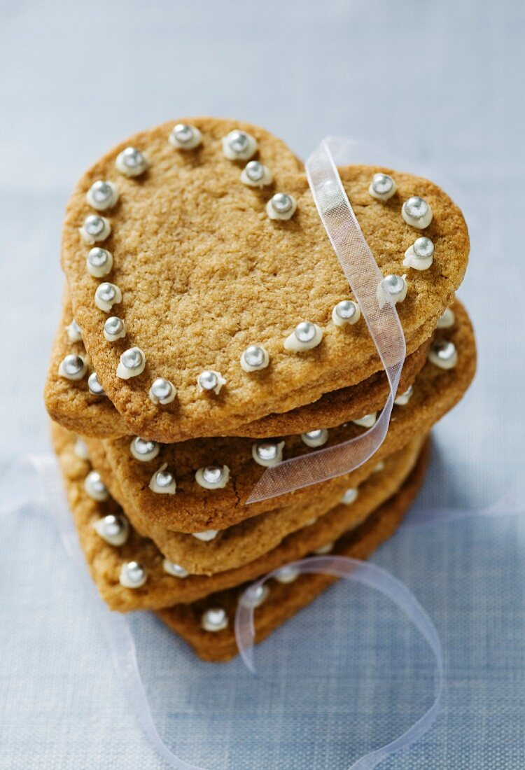 Festive heart-shaped cinnamon biscuits