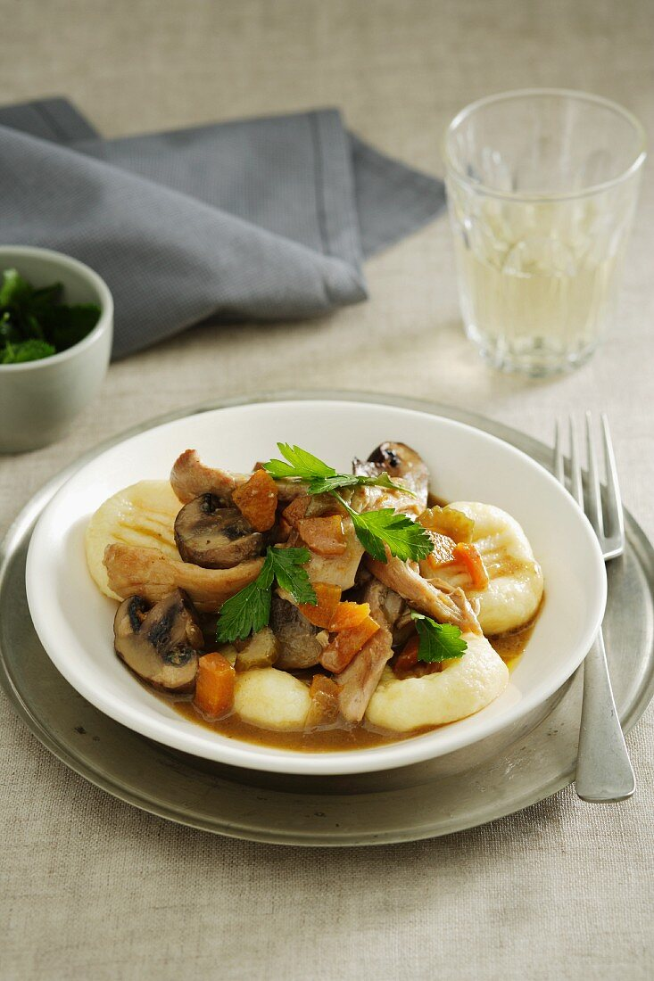 Home-made gnocchi with chicken and mushrooms