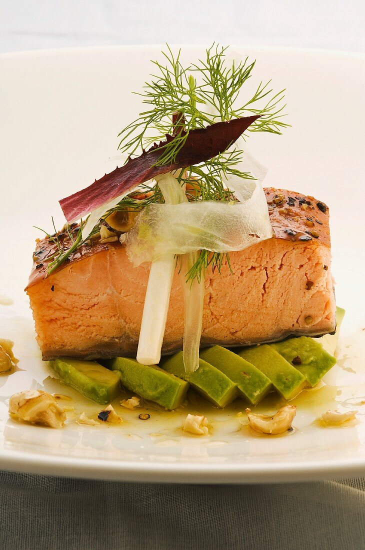 Creole salmon with honey and hazel nuts