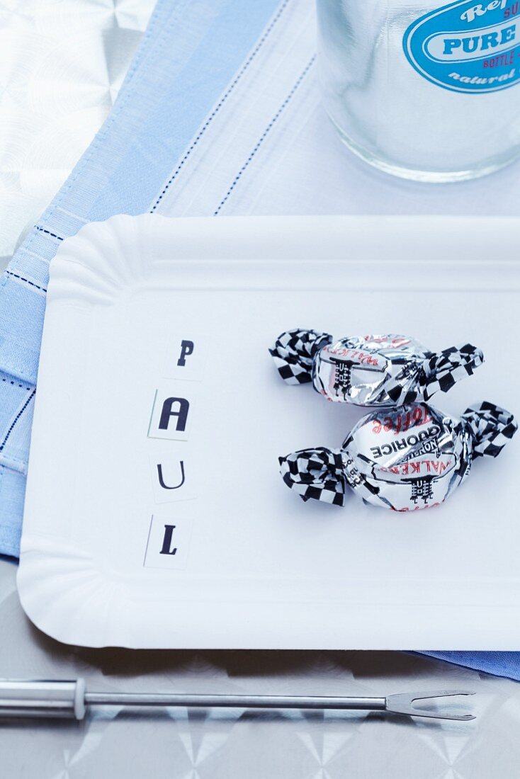 Name tag made of sticky letters on paper plate