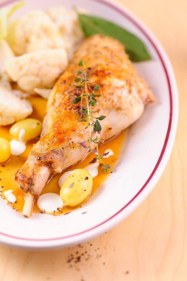 Rabbit leg with grapes in apple must with cauliflower