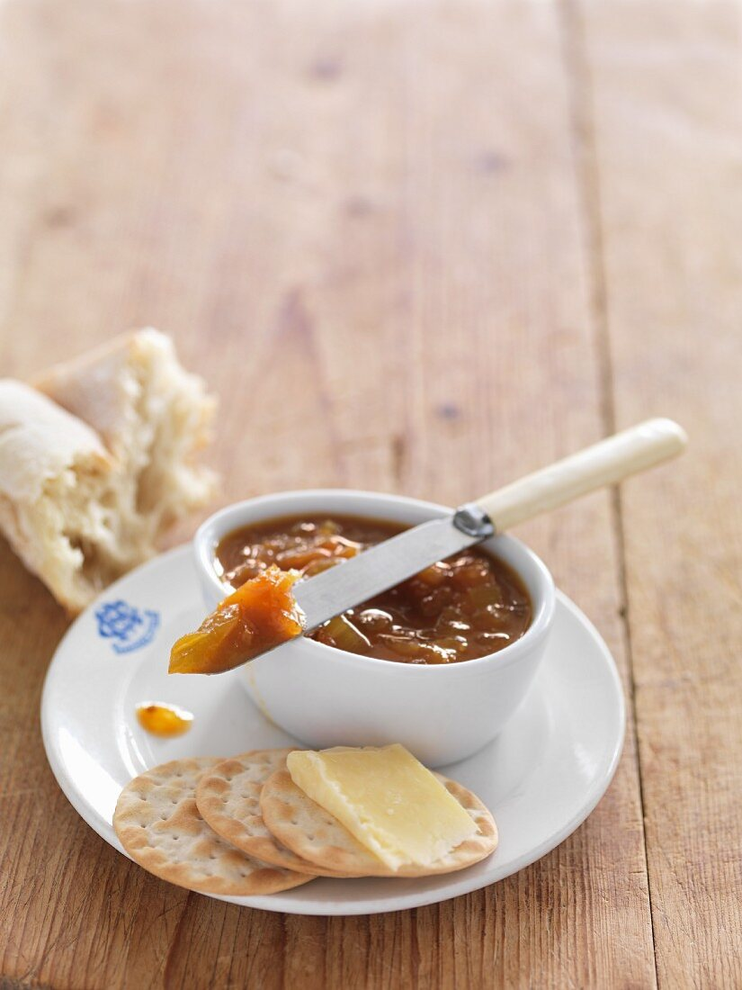 Tomato relish with crackers and white bread