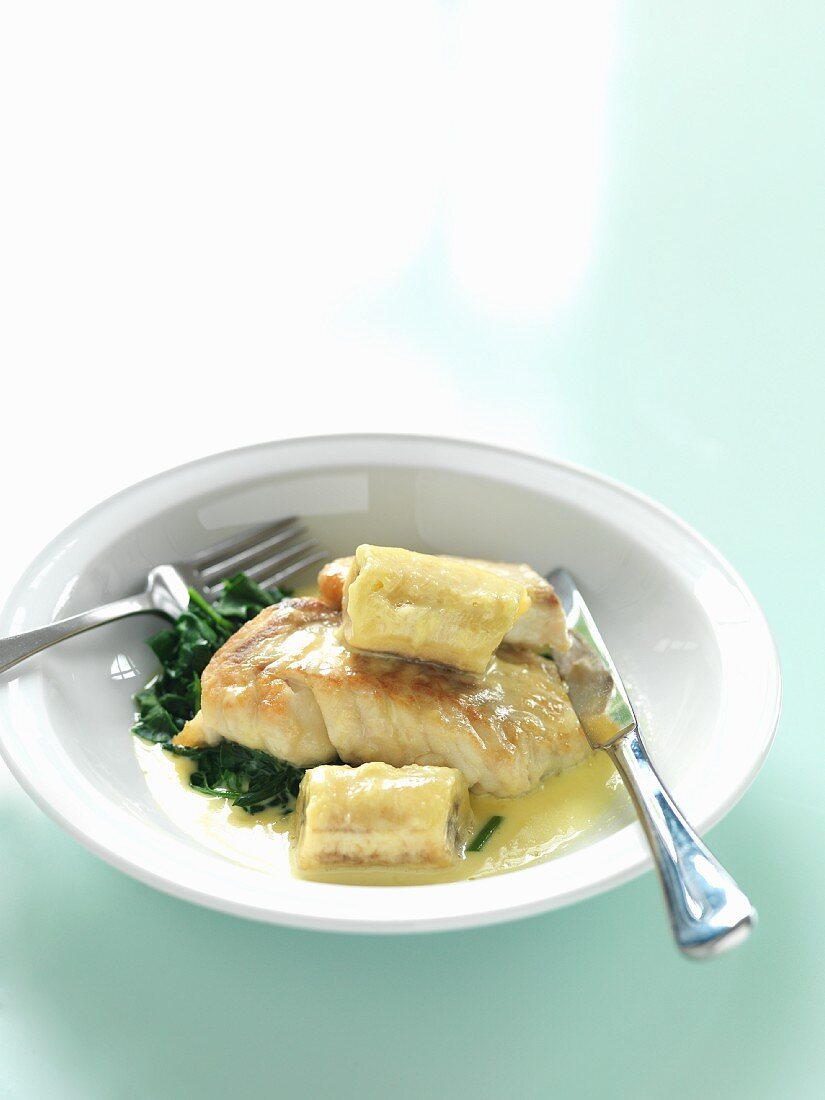 Fish fillet with bananas and spinach