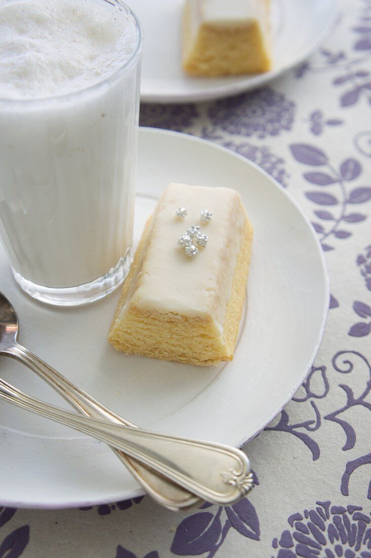Hot milk with honey and cinnamon and a slice of cake