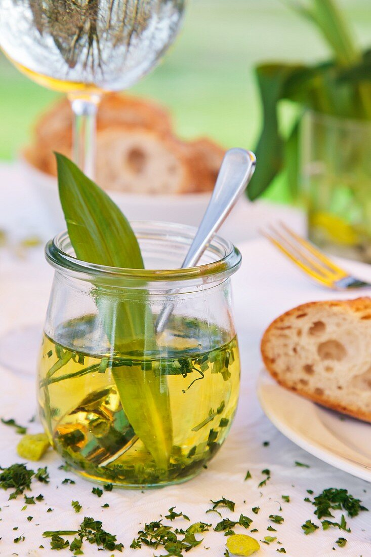 Ramson oil and white bread