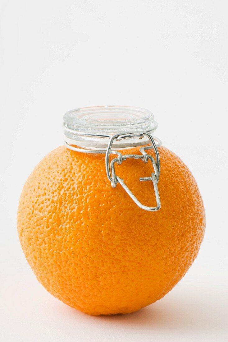 Orange mit Einmachglasdeckel