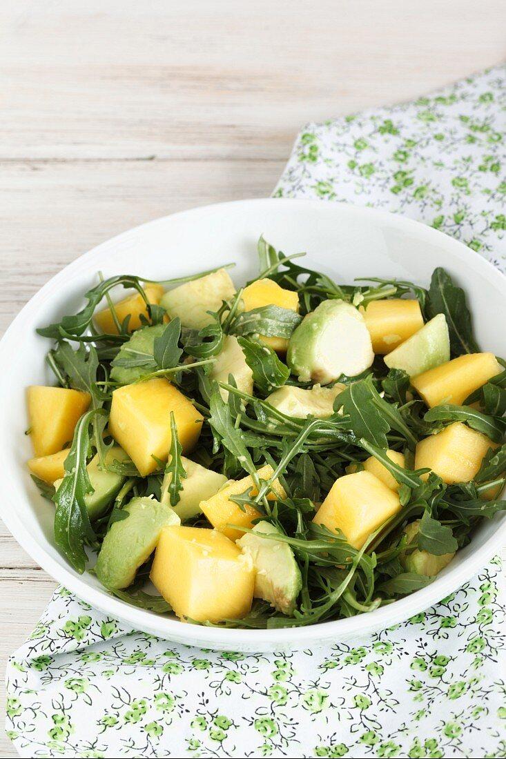 Rocket salad with avocado and mango