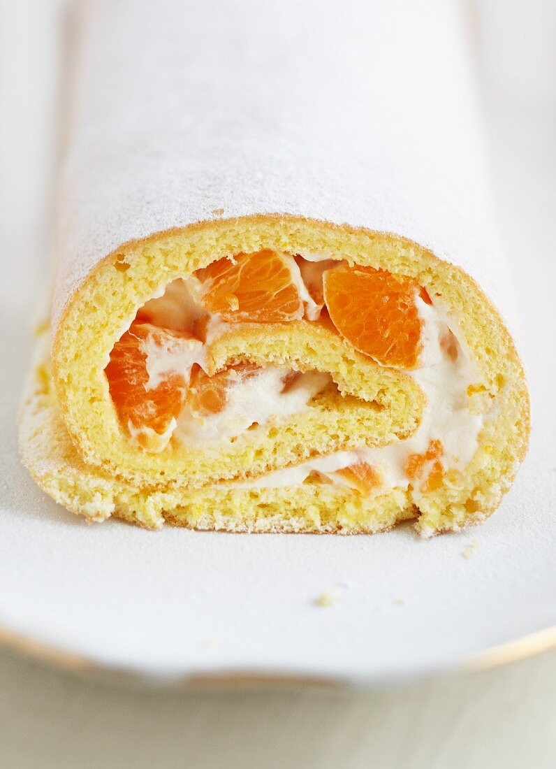 Swiss roll with clementines