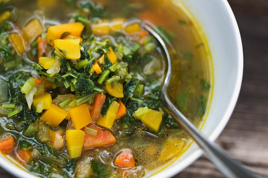 Vegetable soup with ground elder (close-up)