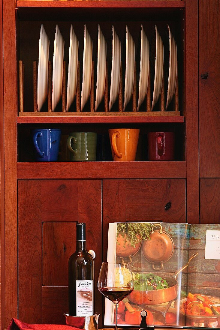 Detail cabinet and plate stands