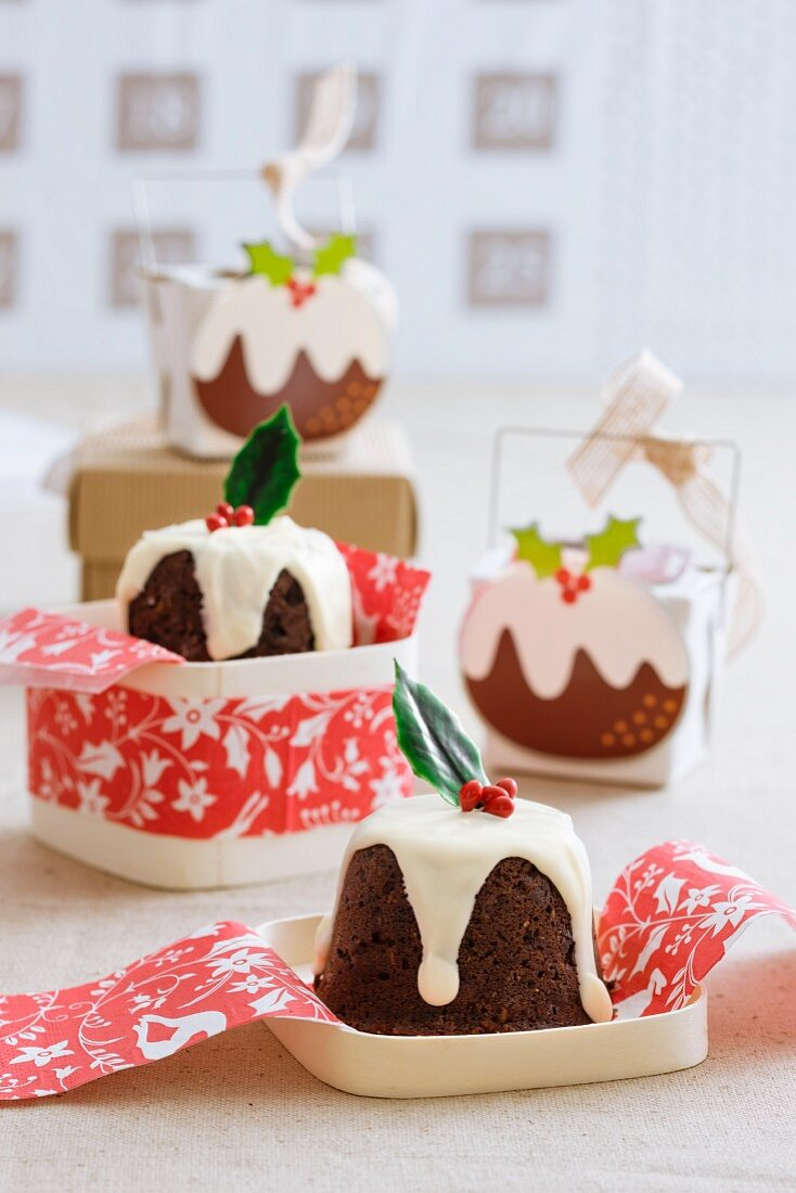 Small Christmas puddings to give as a gift