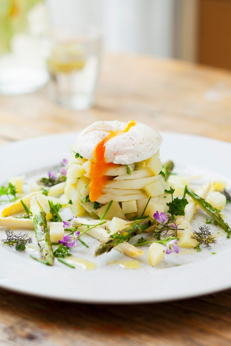 White asparagus tatar with a poached egg