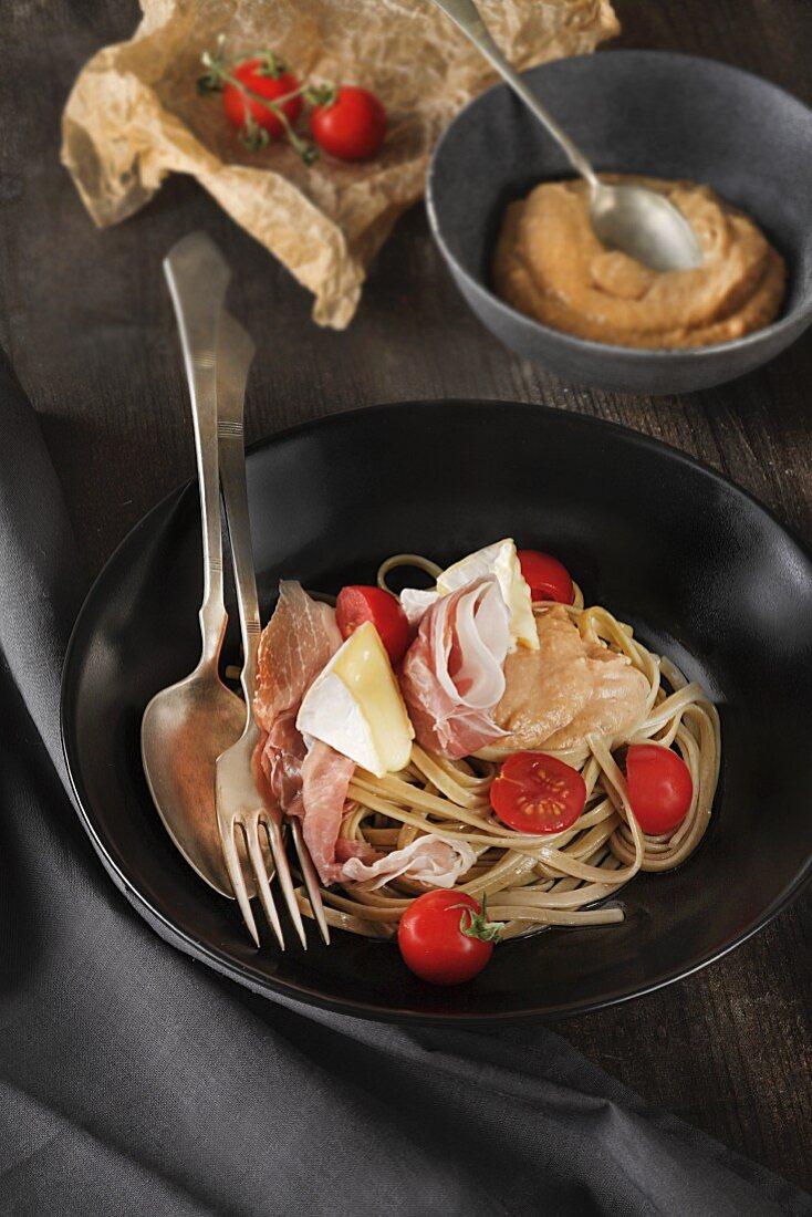 Tagliatelle with prosciutto and Camembert