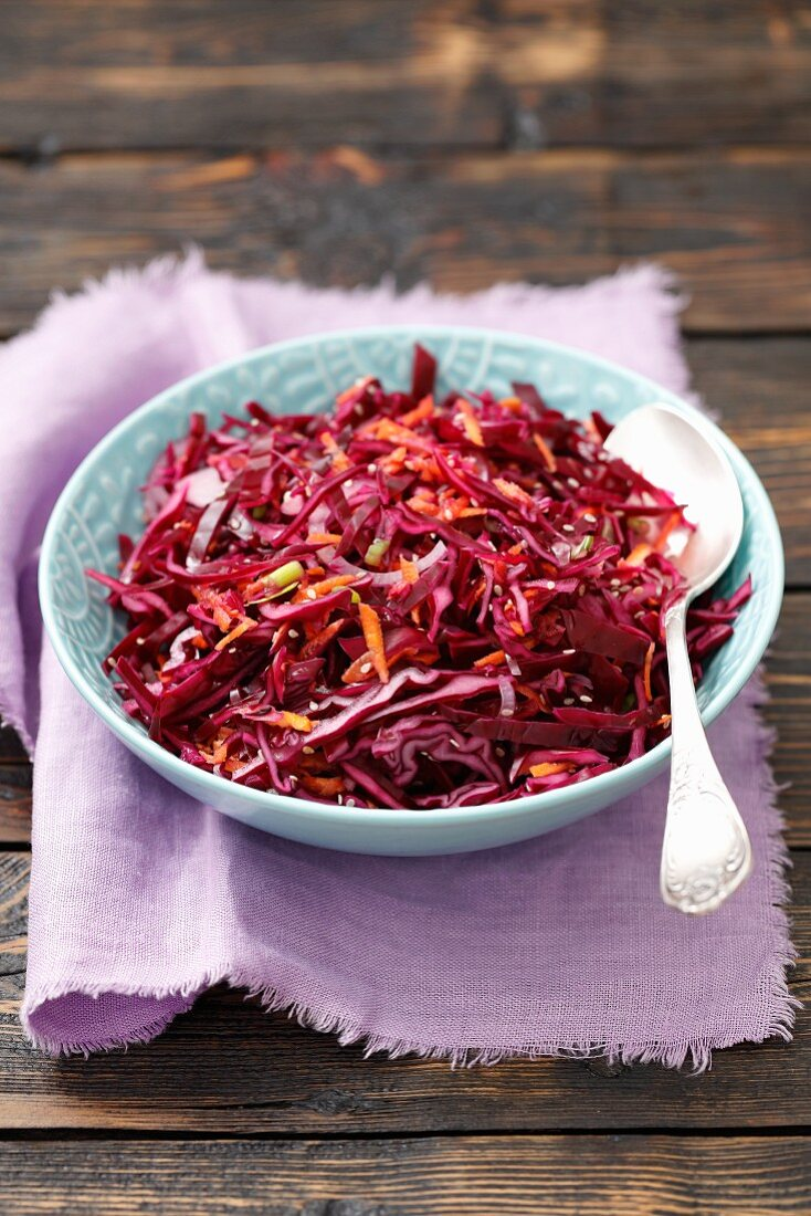 Red cabbage salad with carrots, sesame seeds and red onions