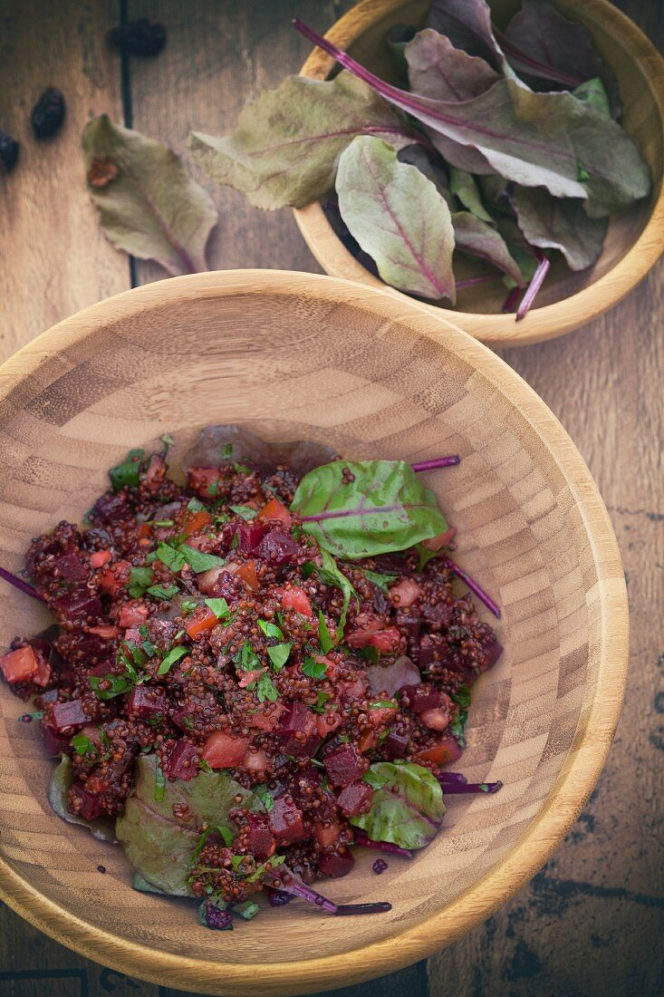 Quinoa salad with beetroot