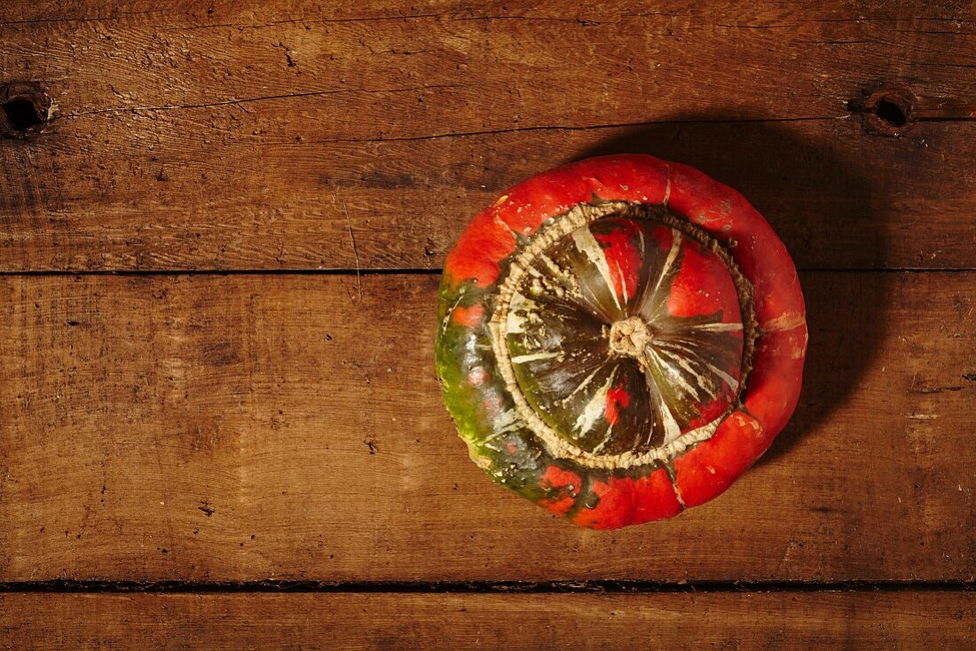 A turban squash on a wooden surface